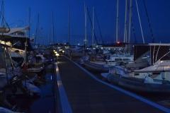 Marina nocą ma swój niepowtarzalny urok